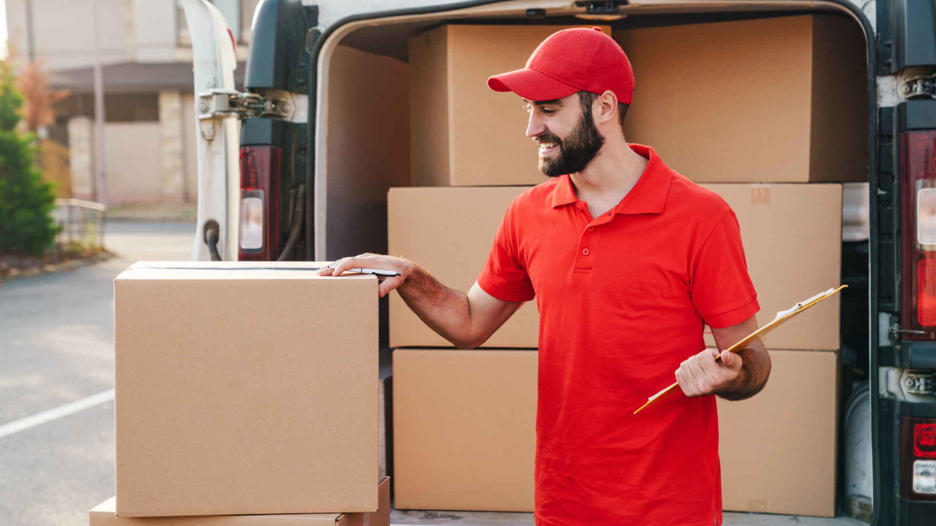 How can online retailers improve customer experiences using shipping and fulfilment in 2021?